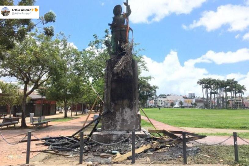 Zniszczony pomnik Pierre'a Belaina d'Esnambuca /Twitter