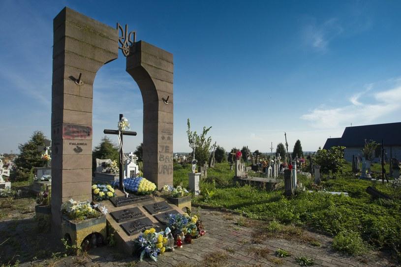 Zniszczony pomnik w w Hruszowicach /Waldek Sosnowski  /Agencja FORUM