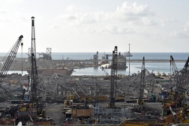 Zniszczony przez eksplozję port w Bejrucie /WAEL HAMZEH /PAP/EPA