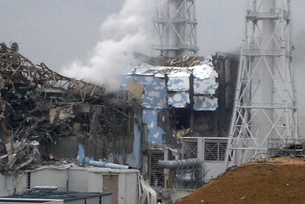 Zniszczony reaktor nr 3 i 4 elektrowni Fukushima /AFP
