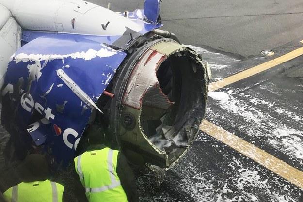 Zniszczony silnik samolotu linii Southwest /AMANDA BOURMAN /PAP/EPA