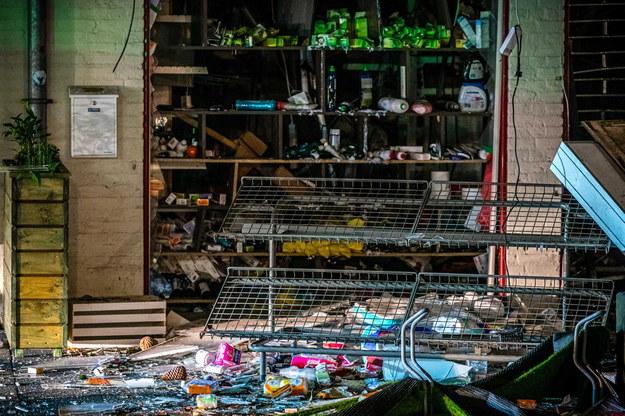 Zniszczony sklep w Heeswijk-Dinther /ROB ENGELAAR /PAP/EPA