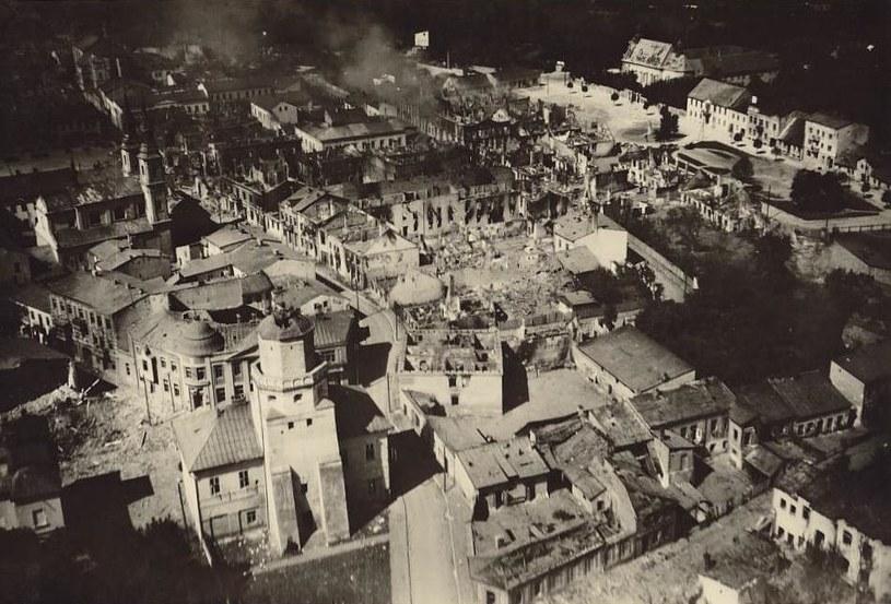 Zniszczony Wieluń. To w jego okolicy niemiecki żołnierz uratował życie Remigiusza Wiry /domena publiczna