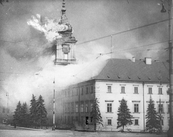 Płonący Zamek Królewski w Warszawie