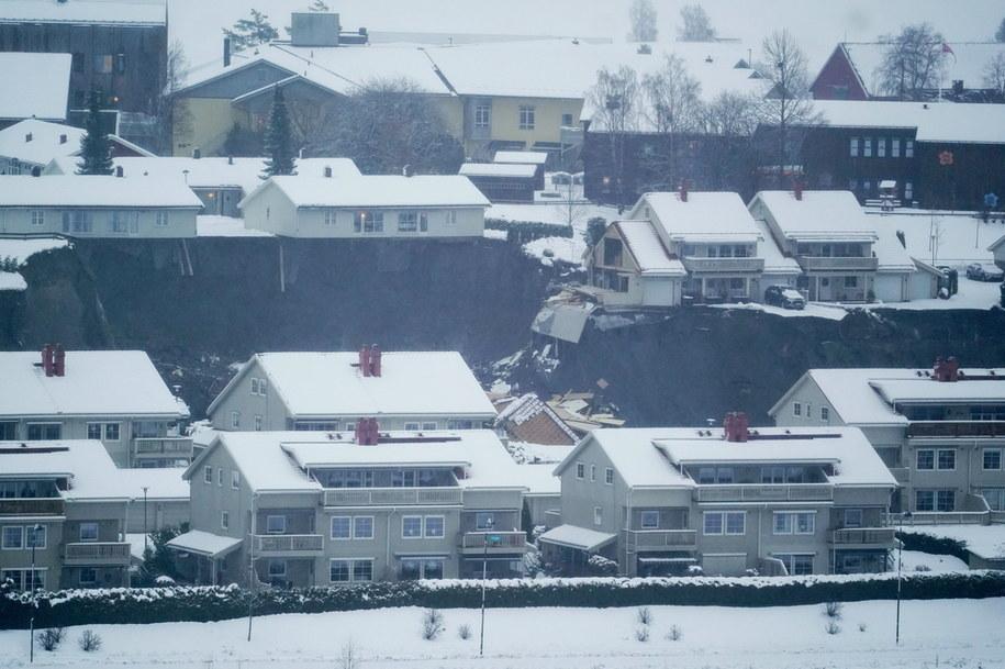 Zniszczonych jest kilkanaście budynków /Fredrik Hagen /PAP/EPA