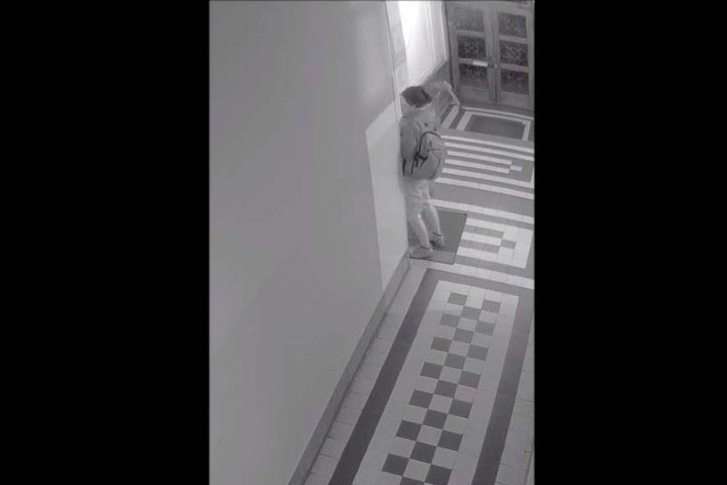 Zniszczył drzwi biura PiS. Ustalono sprawcę /Małopolska Policja /Policja