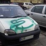 Zniszczyli ci auto? Wiesz, jak pozbyć się sprayu?