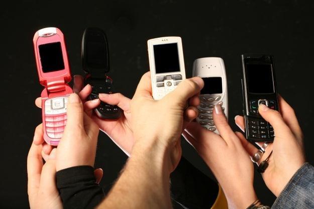 Zniżka na jedzenie za nieużywanie telefonu w restauracji /123RF/PICSEL