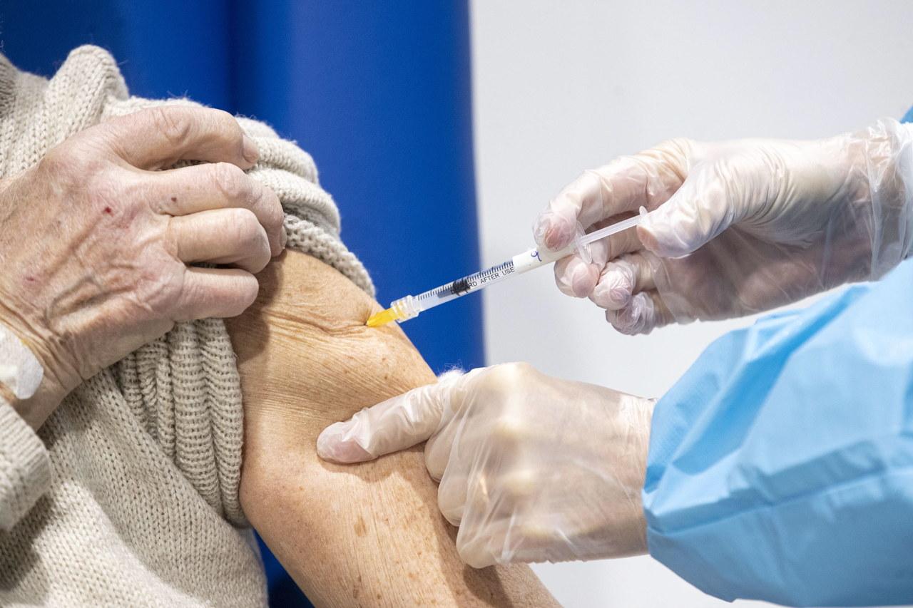 Znów problem z dostawą szczepionek Moderny: Najbliższa będzie aż dwukrotnie mniejsza niż w planie