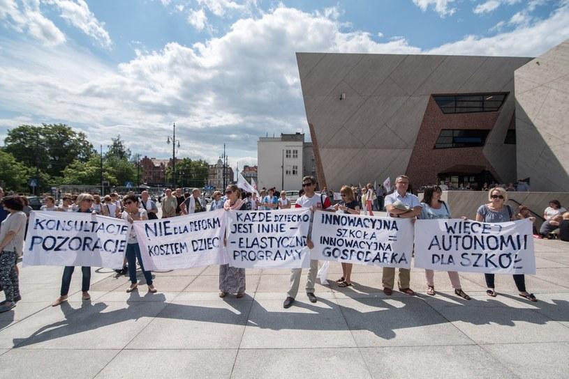 ZNP będzie protestować przeciwko reformie edukacji /Lukasz Piecyk /Reporter