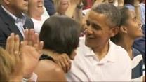 Zobacz, jak Barack Obama całuje swoją żonę!
