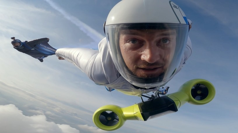Zobacz, jak wygląda lot w wingsuicie i z silnikiem elektrycznym od BMW [FILM] /Geekweek
