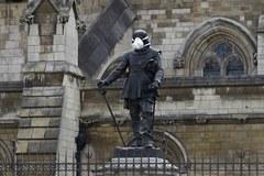 Zobacz, jak wyglądają posągi w Londynie po akcji Greenpeace