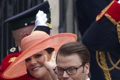 Zobacz kapelusze pań na królewskim ślubie