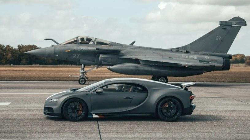 Zobacz niesamowity wyścig Bugatti Chirona z myśliwcem Dassault Rafale [WIDEO] /Geekweek