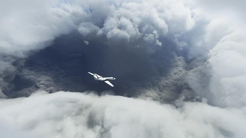 Zobacz przeloty przez oko huraganu Laura w najnowszym Microsoft Flight Simulator /Geekweek