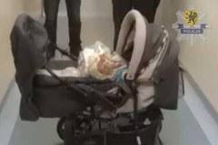 Zobacz wózek i ubranka znalezionej w Gdyni kilkumiesięcznej dziewczynki