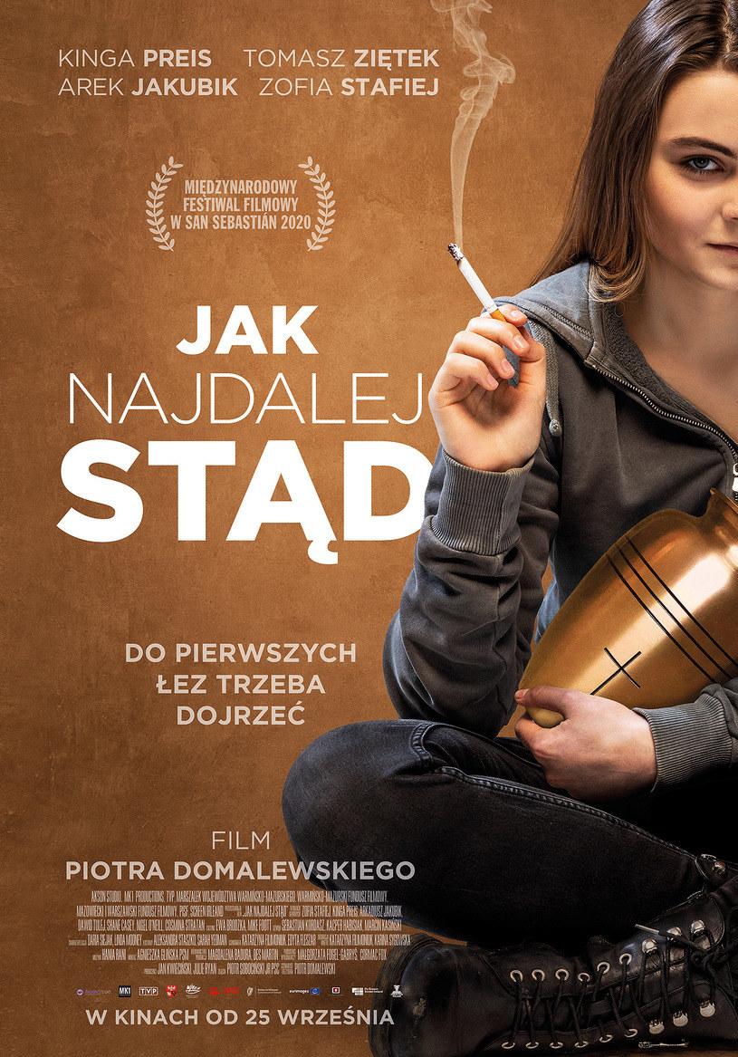 """Zofia Stafiej na plakacie filmu """"Jak najdalej stąd"""" /materiały prasowe"""