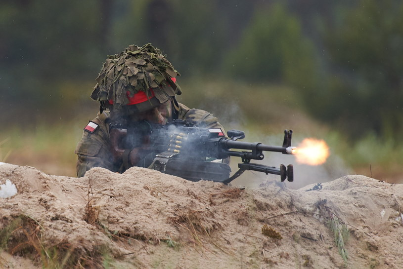 Żołnierz podczas fazy taktycznej międzynarodowych ćwiczeń Baltops 2016 na terenie Centralnego Poligonu Sił Powietrznych w Ustce /Adam Warżawa /PAP