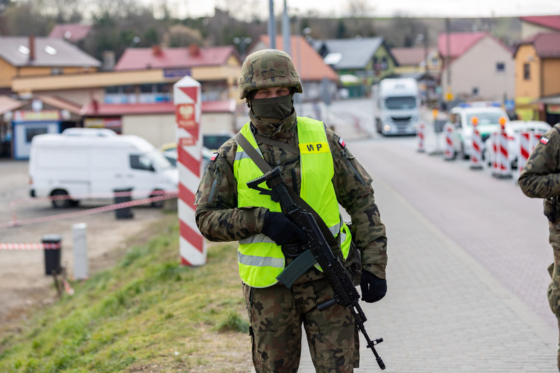 Żołnierz strzegący polskich granic; zdj. ilustracyjne /Fot. Robert Stachnik/REPORTER /Reporter
