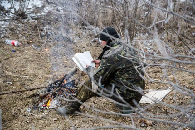 Żołnierz ukraiński w czasie zawieszenia broni fot. Volodymyr Shuvayev /AFP