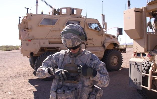 Żołnierz wyposażony w system Nett Warrior.    Fot. US Army /materiały prasowe