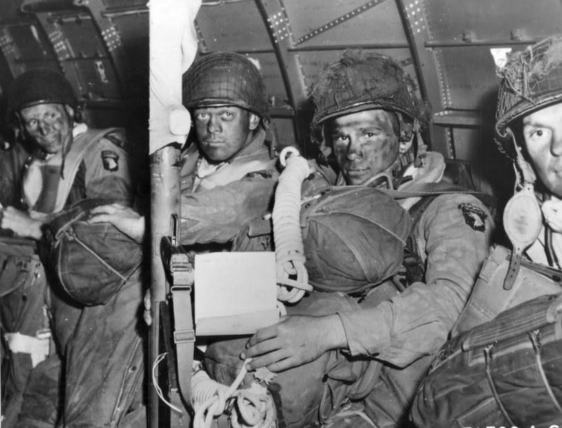 Żołnierze 101 Dywizji w drodze do Normandii /US Army /domena publiczna