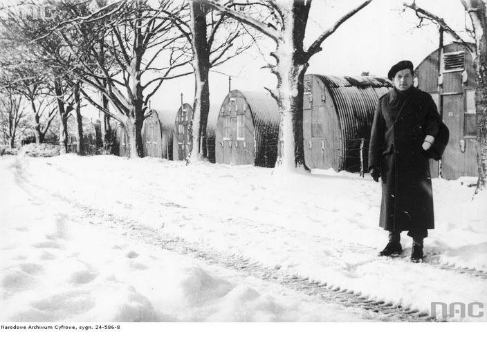 Żołnierze 2 Warszawskiej Dywizji Pancernej w obozie Polskiego Korpusu Przysposobienia i Rozmieszczenia w Pickering /Z archiwum Narodowego Archiwum Cyfrowego