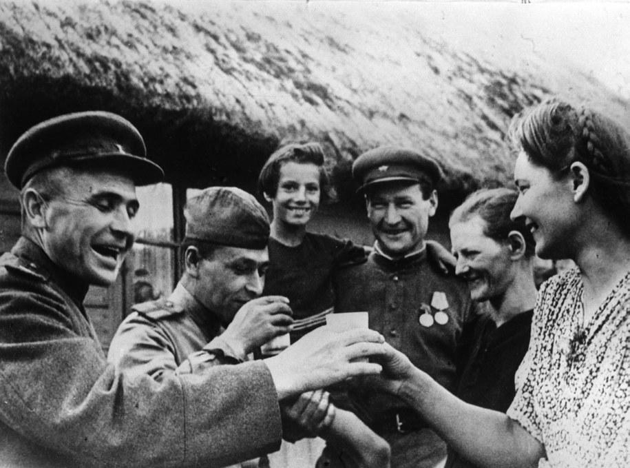 Żołnierze Armii Czerwonej, zdjęcie ze stycznia 1945 roku /PAP/CAF-ARCH /PAP