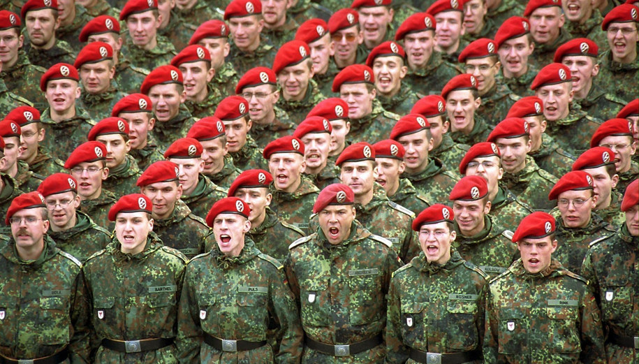 Żołnierze Bundeswehry również pracują w firmie Asgaard /Martin Schutt    /PAP/EPA