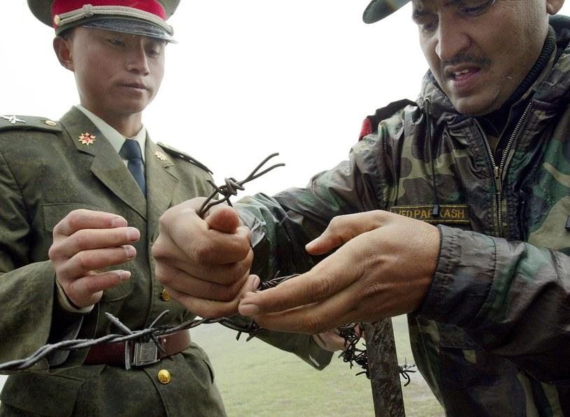 Żołnierze Chin i Indii na płaskowyżu Doklam, zdjęcie z 2006 roku /AFP