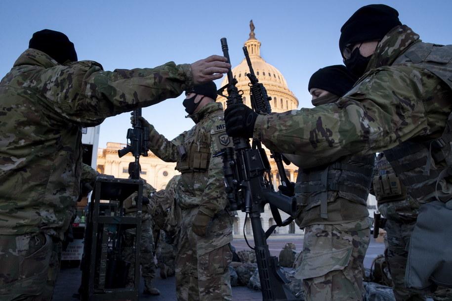 Żołnierze Gwardii Narodowej na Kapitolu w Waszyngtonie /MICHAEL REYNOLDS    /PAP/EPA