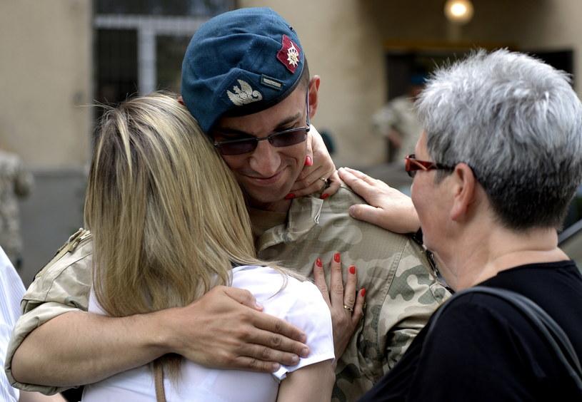 """Żołnierze I zmiany misji """"Resolute Support"""" powrócili z Afganistanu /Darek Delmanowicz /PAP"""