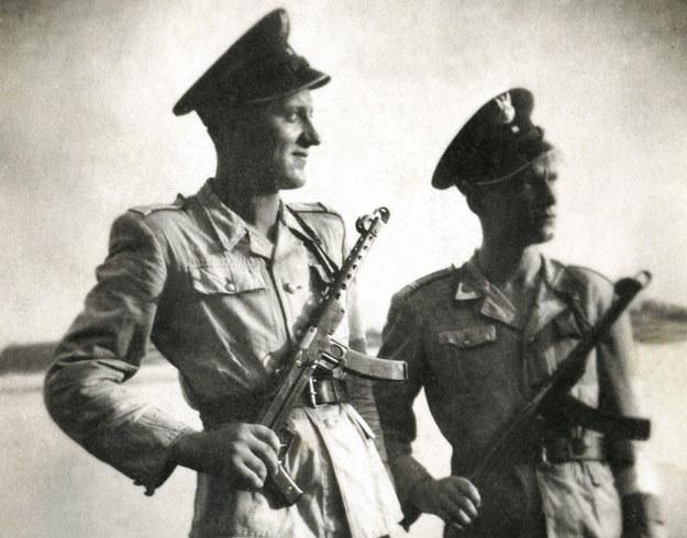 Żołnierze KBW z pistoletami maszynowymi PPSZ wz 43. Zdjęcie z 1947 roku /FoKa /Agencja FORUM
