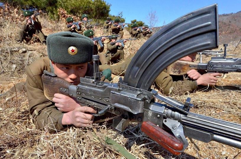 Żołnierze Korei Płn. podczas ćwiczeń. Zdjęcie oficjalnej agencji prasowej KRL-D /AFP