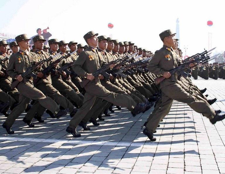 Żołnierze Korei Północnej podczas defilady /AFP