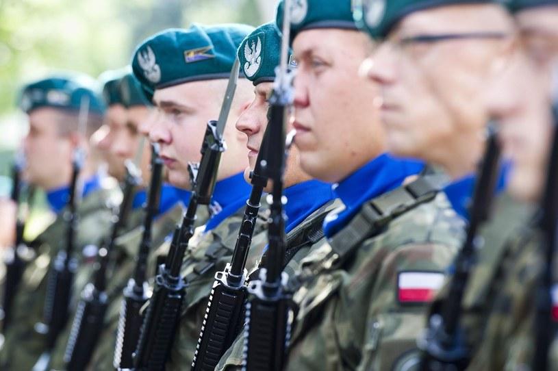 Żołnierze mają zastąpić protestujący personel ratowniczy na Mazowszu /Stanislaw Bielski/REPORTER /East News