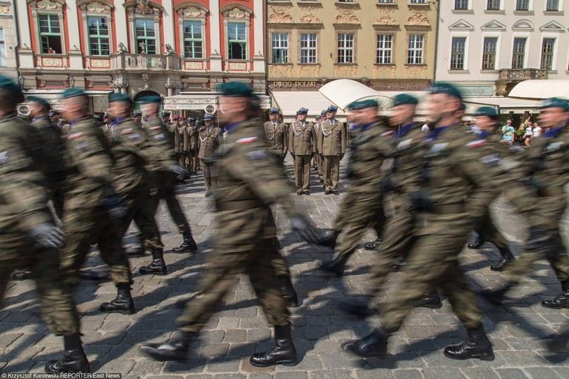 Żołnierze nie są gotowi umierać za ojczyznę? /Krzysztof Kaniewski /Reporter