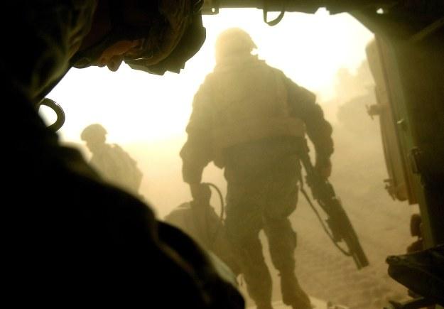 Żołnierze opuszczający M2 Bradley w Iraku /AFP