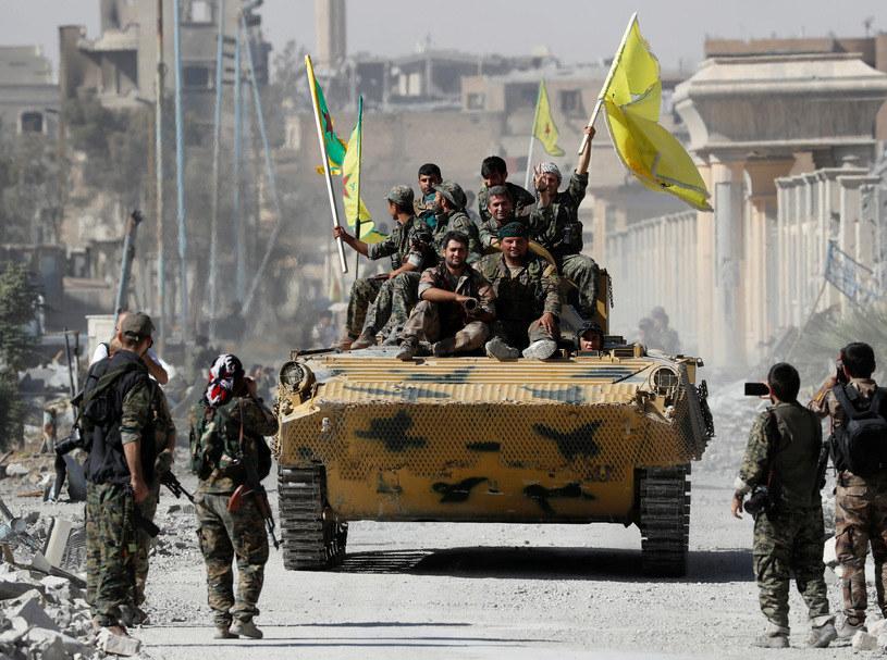 Żołnierze SDF w odbitej Ar-Rakce /AFP