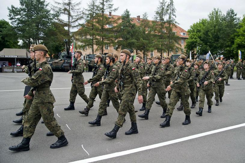 Żołnierze w mundurach, zdjęcie ilustracyjne /Stanislaw Bielski/REPORTER /Reporter