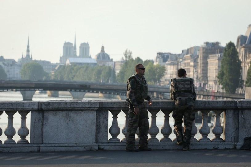 Żołnierze w okolicach katedry Notre Dame w lipcu 2018 roku /AFP