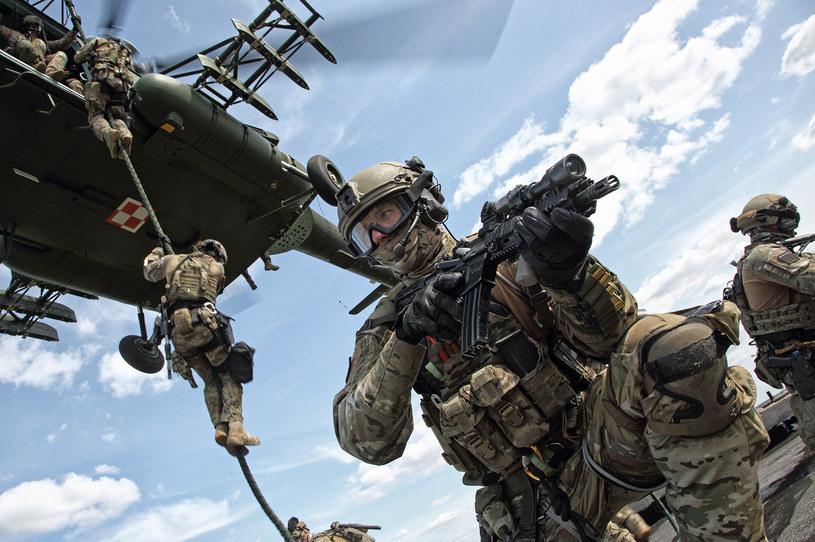 Żołnierze Wojsk Specjalnych odbijają statek pasażerski podczas ćwiczeń /Bartek Bera /INTERIA.PL