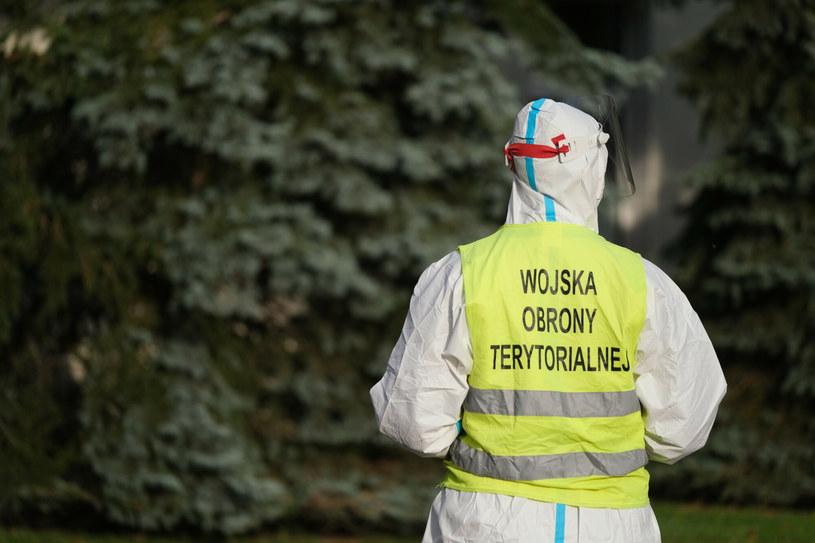 Żołnierze WOT będą robić na Wyspach testy na COVID-19 polskim kierowcom ciężarówek. /Mateusz Grochocki /East News