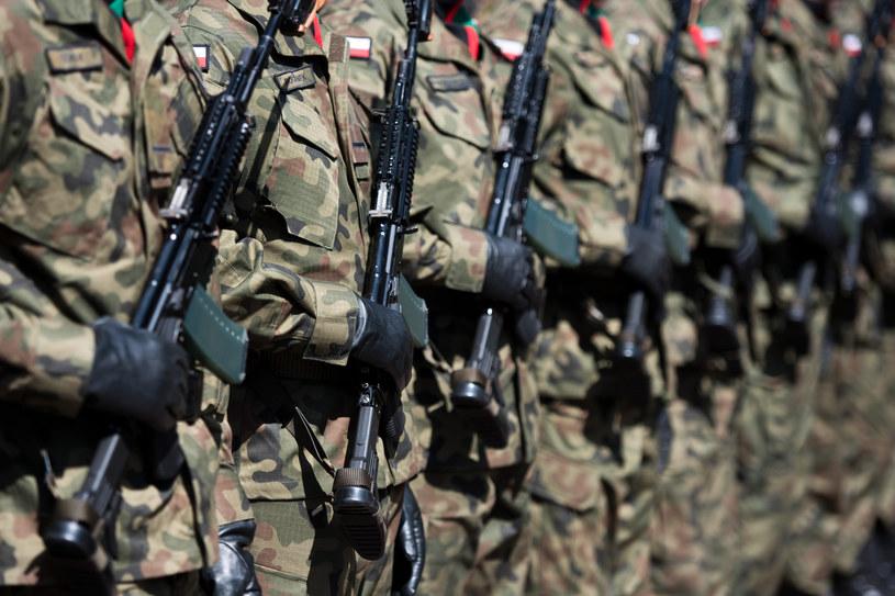Żołnierze z bronią, zdj. ilustracyjne /Piotr Dziurman /Reporter
