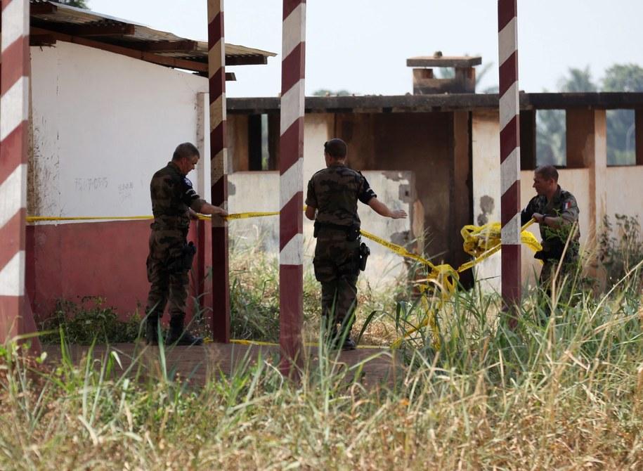 Żołnierze zabezpieczają miejsce walk w Republice Środkowoafrykańskiej (zdj. ilustracyjne) /LEGNAN KOULA /PAP/EPA