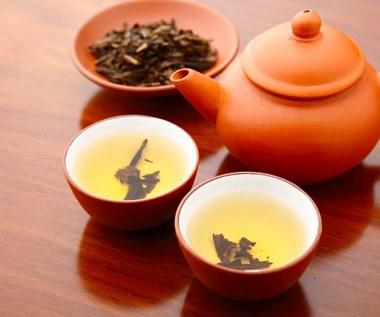 Żółta herbata: Właściwości, zastosowanie. Jak ją parzyć? Na co pomaga?