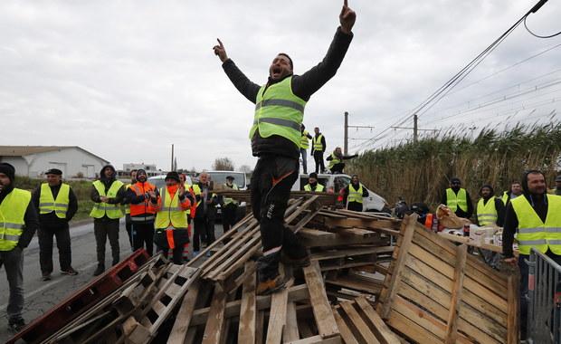 """""""Żółte kamizelki"""" blokują autostrady we Francji"""