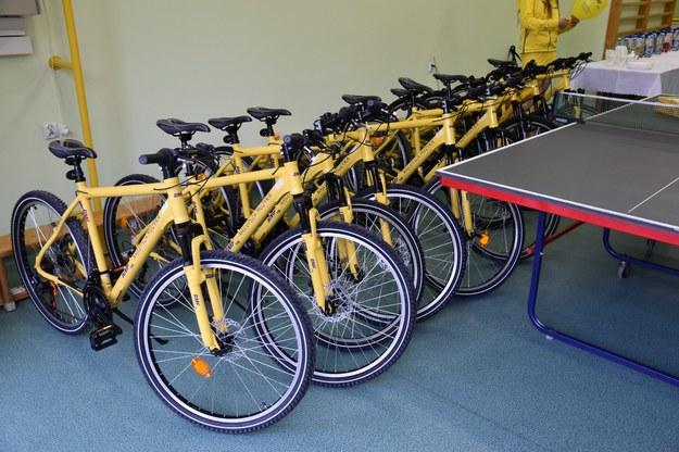 Żółte rowery dla wychowanków Domu Dziecka przy ul. Korczaka w Olsztynie /RMF FM