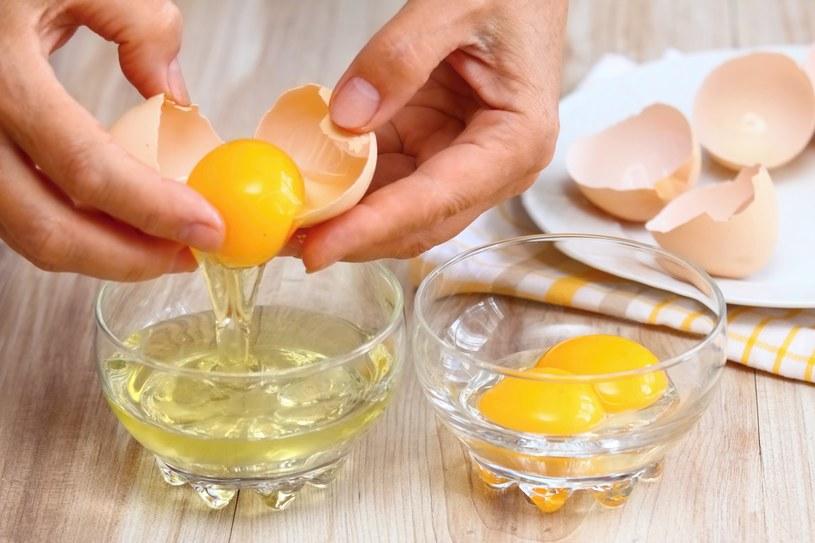 Żółtko jaj, które jest cennym źródłem antyoksydantów, przyniesie ulgę /123RF/PICSEL